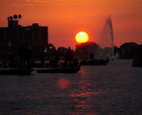 Sunrise, boats and fountain